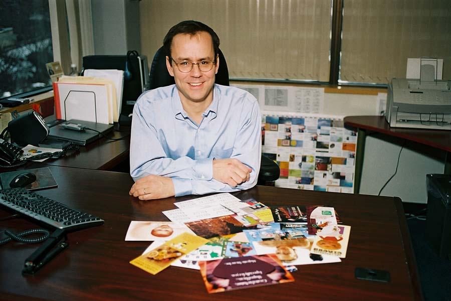 Роберт Кин в своём офисе