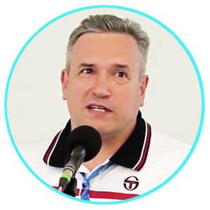 Игорь Любомиров