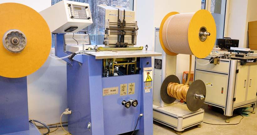 Rilecart R-500 – машина для скрепления на спираль.