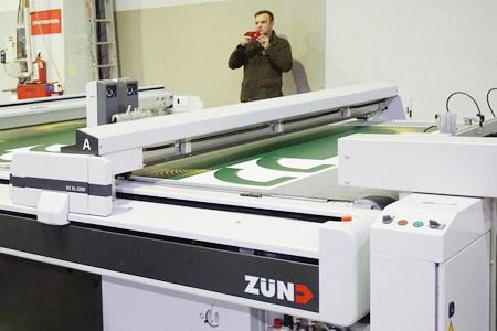 Первый в России плоттер Zünd D3 установлен в петербургской компании «Постер-Принт»