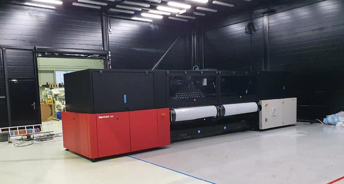 Первый в России промышленный широкоформатный принтер Agfa InterioJet